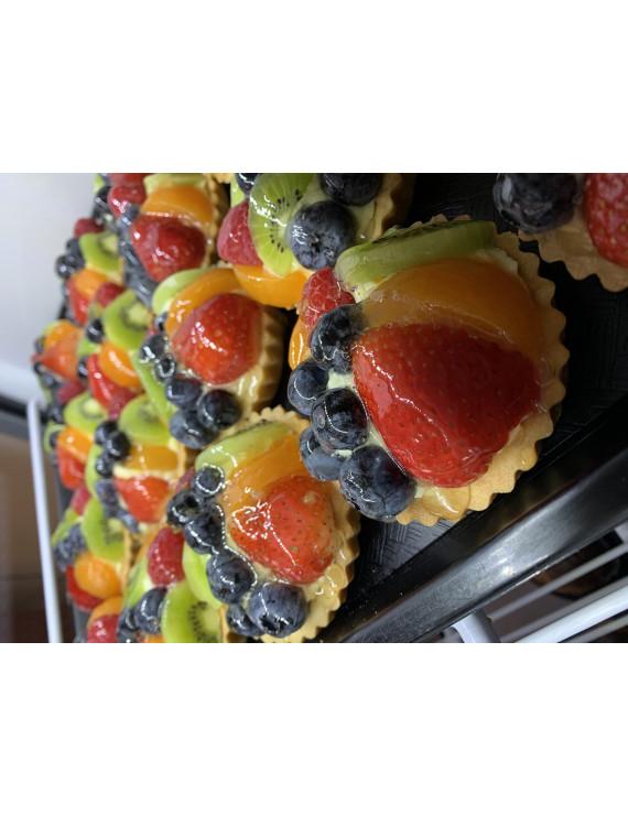 Custard tartelettes with fresh fruits