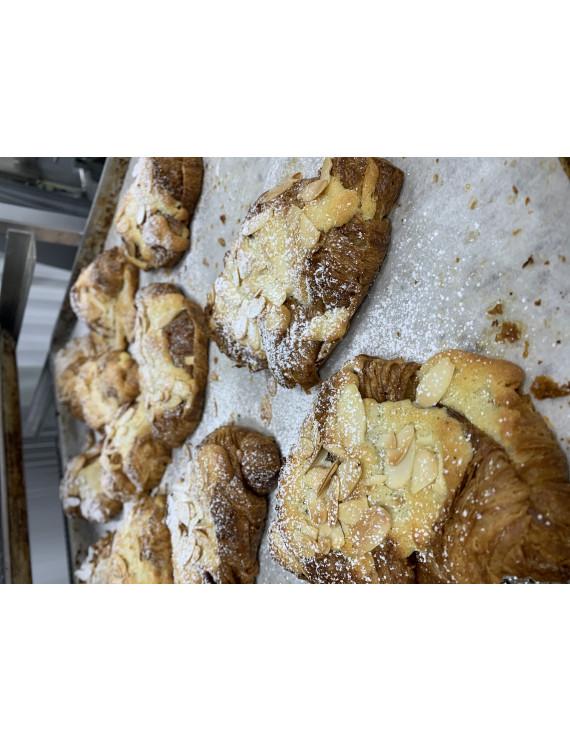 2 almond croissant frozen